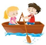 Menino e menina no barco a remos Foto de Stock