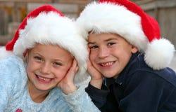 Menino e menina nos chapéus Fotografia de Stock