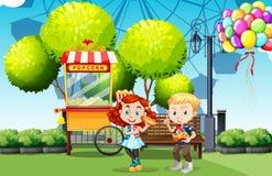 Menino e menina que comem no parque ilustração royalty free