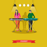 Menino e menina que jogam o piano bonde, ilustração do vetor ilustração stock