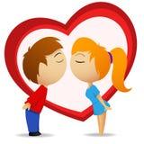 Menino e menina que vão beijar com forma do coração Fotografia de Stock Royalty Free