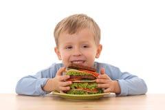 Menino e sanduíche grande Fotos de Stock