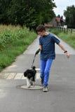 Menino e seu cão Imagens de Stock