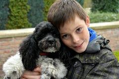 Menino e seu cão imagens de stock royalty free