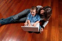 Menino e seu computador Imagem de Stock