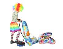 Menino em balões pupming do aniversário do vestido do palhaço Fotos de Stock Royalty Free