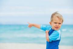 Menino em férias da praia Imagem de Stock