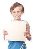 Menino em um fundo branco com boad vazio Fotografia de Stock