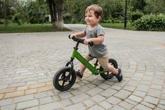 Menino em uma bicicleta Imagens de Stock