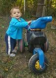 Menino em uma motocicleta Fotografia de Stock Royalty Free