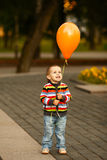 Menino engraçado pequeno com balão Imagens de Stock Royalty Free