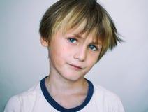 Menino europeu da idade escolar Fotografia de Stock