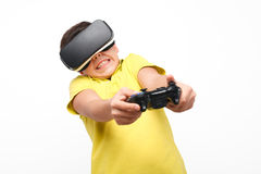 Menino expressivo que joga em auriculares de VR fotos de stock royalty free