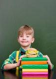 Menino feliz com Hamburger Imagem de Stock