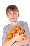 Menino feliz com tangerinas Fotografia de Stock
