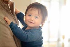 Menino feliz da criança que está sendo guardado por seus pais fotos de stock royalty free