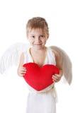 Menino feliz do cupido com as asas que guardam o coração vermelho do luxuoso Imagem de Stock Royalty Free