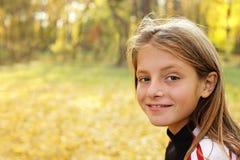 Menino feliz e sorrindo Foto de Stock Royalty Free