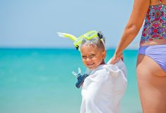 Menino feliz na praia Foto de Stock Royalty Free