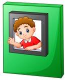 Menino feliz que acena e que olha fora do brinquedo da janela ilustração stock