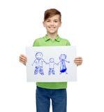 Menino feliz que guarda o desenho ou a imagem da família Fotografia de Stock Royalty Free