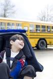Menino idoso de cinco anos incapacitado na cadeira de rodas na escola Fotos de Stock Royalty Free