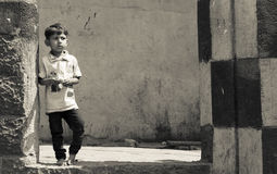 Menino indiano pobre da rua Foto de Stock Royalty Free