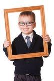 Menino inteligente de sorriso no frame de madeira Imagens de Stock