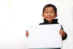 Menino japonês com livro do esboço Foto de Stock