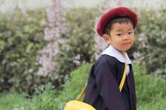 Menino japonês no uniforme do jardim de infância Imagens de Stock