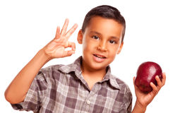 Menino latino-americano com Apple e sinal aprovado da mão fotografia de stock royalty free