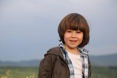Menino longo do cabelo do revestimento Fotografia de Stock