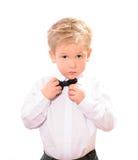 Menino louro na camisa branca com laço preto foto de stock