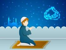 Menino muçulmano bonito para a celebração de Ramadan Kareem Fotos de Stock Royalty Free