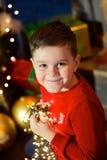 Menino na árvore de Natal Foto de Stock
