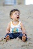 Menino na areia Foto de Stock