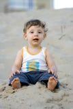 Menino na areia Foto de Stock Royalty Free
