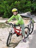 Menino na bicicleta. Fotos de Stock Royalty Free