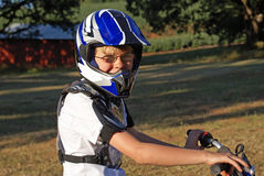 Menino na bicicleta da sujeira Imagem de Stock