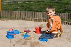 Menino na caixa de areia Foto de Stock