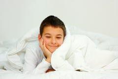 Menino na cama Foto de Stock Royalty Free