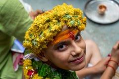 Menino na cerimônia do sanskara de Upanayana imagem de stock royalty free