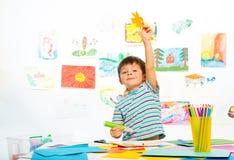 Menino na classe adiantada do desenvolvimento Foto de Stock