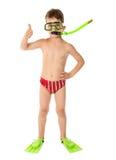 Menino na máscara do mergulho com o polegar acima do sinal Imagens de Stock