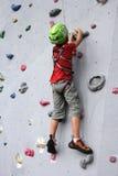Menino na parede de escalada Imagem de Stock