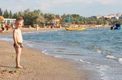 Menino na praia Fotos de Stock
