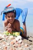 Menino na praia com máscara do mergulho Foto de Stock Royalty Free
