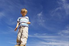 Menino no azul Fotografia de Stock Royalty Free