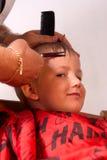 Menino no cabeleireiro foto de stock