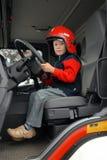 Menino no carro de bombeiros Fotos de Stock